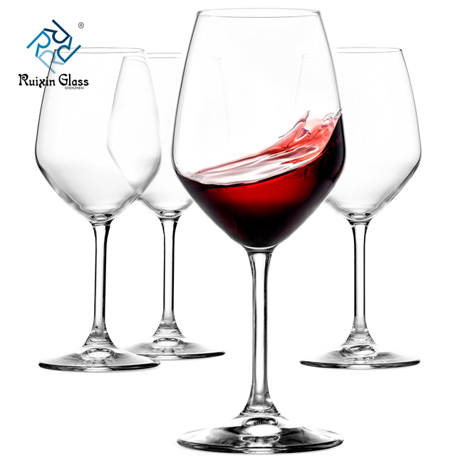 How should wine glasses be kept?