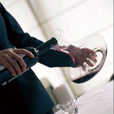 How to use wine glass decanters