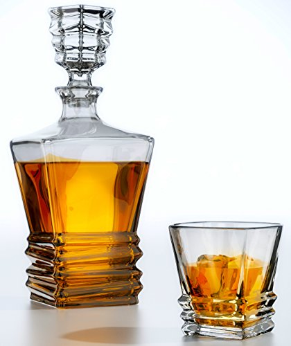 Is serving wine or whiskey out of a crystal decanter poisonous?