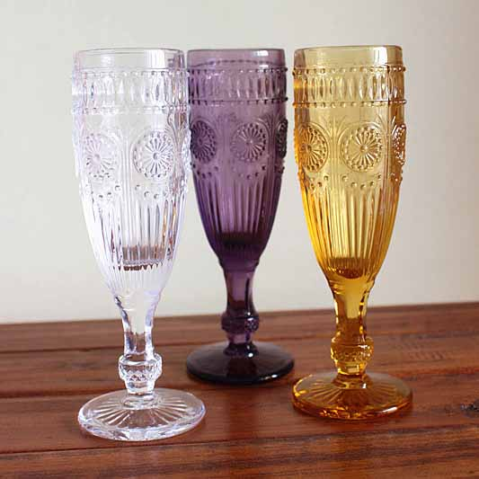 vintage style champagne glasses