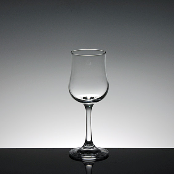 Elegant and exquisite types of martini glasses,standard martini glass size supplier