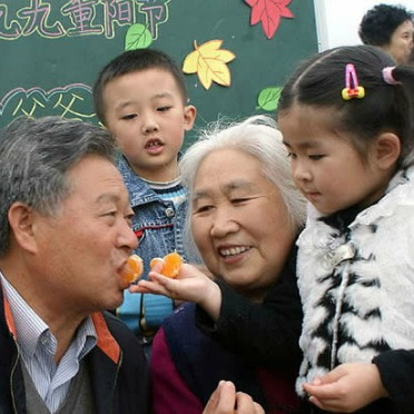 Visit Elderly Relatives-How to Celebrate the Double Ninth Festival