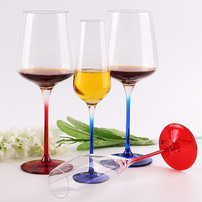How many milliliters is the standard wine glass?