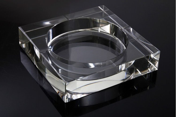 clear glass ashtrays