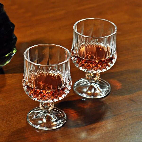 Personalized shot glass favors,goblet whisky glass supplier