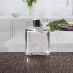 China 7 oz transparent square glass perfume bottle supplier
