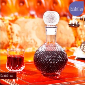 China glass decanter with stopper supplier