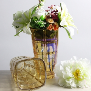 China supplier hot selling gold electroplating glass vase manufacturer