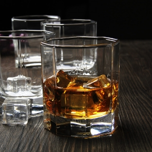 Personalised whiskey glass manufacturer and wholesaler