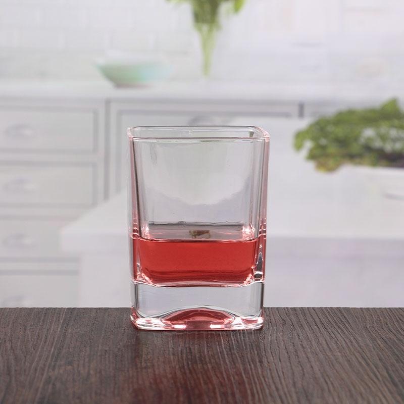 Set Whisky composto da una bottiglia di capacit/à 1 litro 6 bicchierini shot e un vassoio