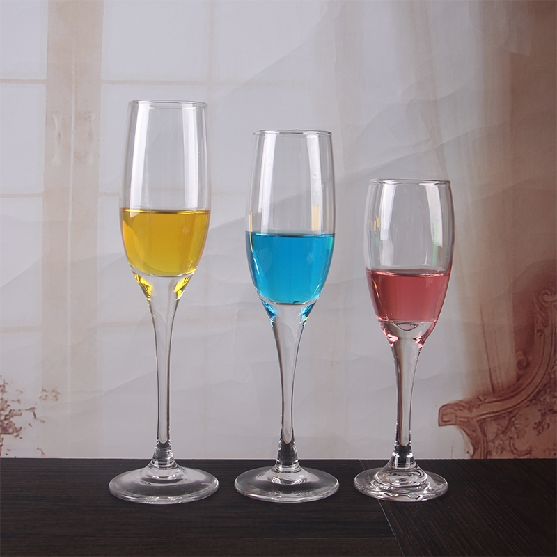 China Cheap 5 Oz Wedding Glass Champagne Flutes Wholesale